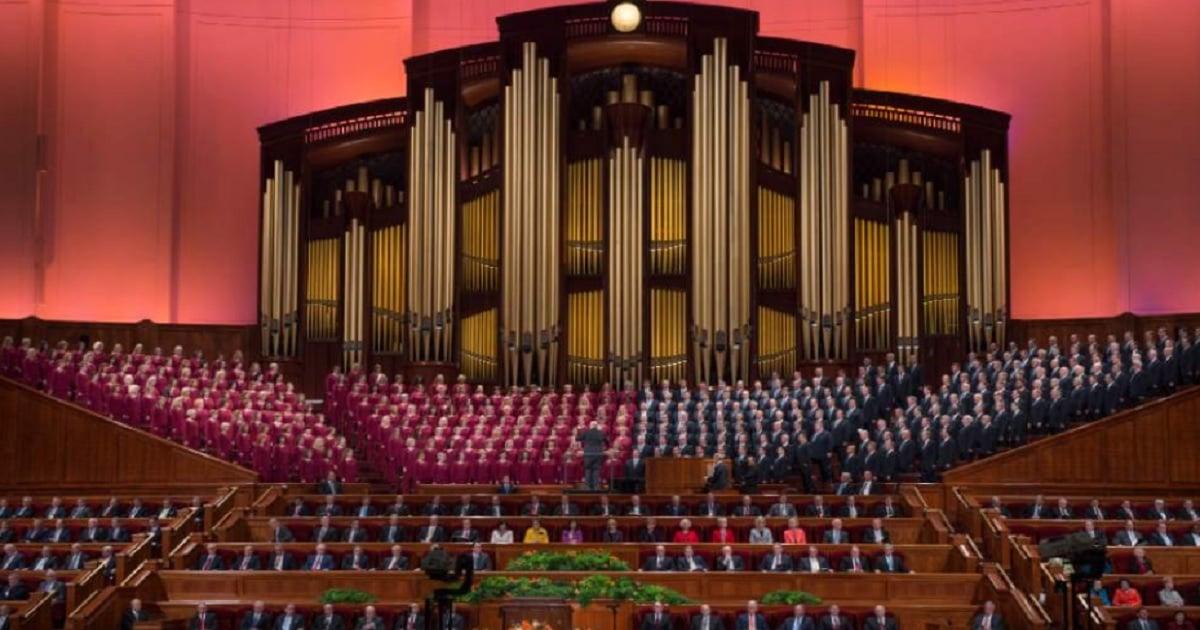 Mormon Tabernacle Choir singer resigns, compares Trump to Hitler